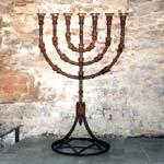 Menorá en la Sinagoga Shlomó ben Adret en el Call de Barcelona