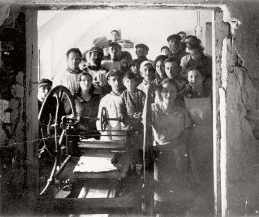 Fabricando matzá en el campo nazi